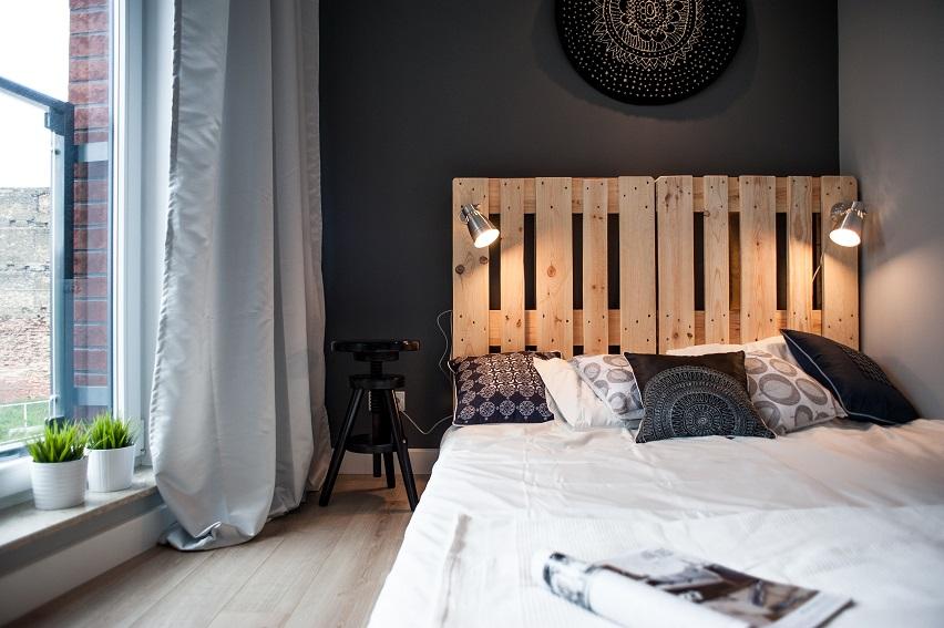 łóżko sypialne z palet